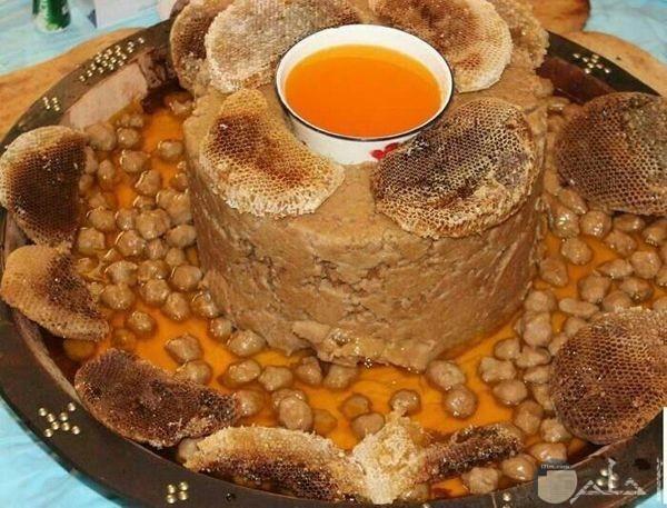 حلوى من التمر وشمع العسل
