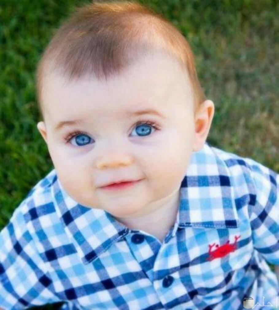 ولد جميل وعيون تجنن