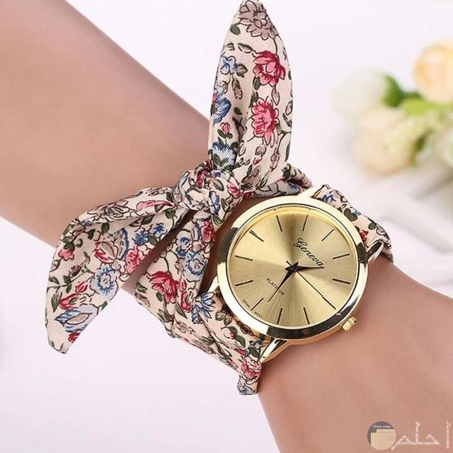 ساعة بأسورة قماش بألوان زاهية