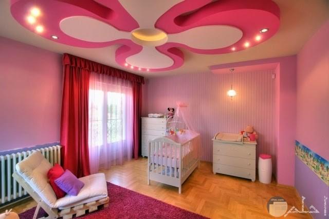 سقف غرفة أطفال زهور وردية مع الإضاءة