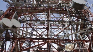 صورة تكنولوجيا مميزة لبرج عالي جدا بتصوير من الأسفل