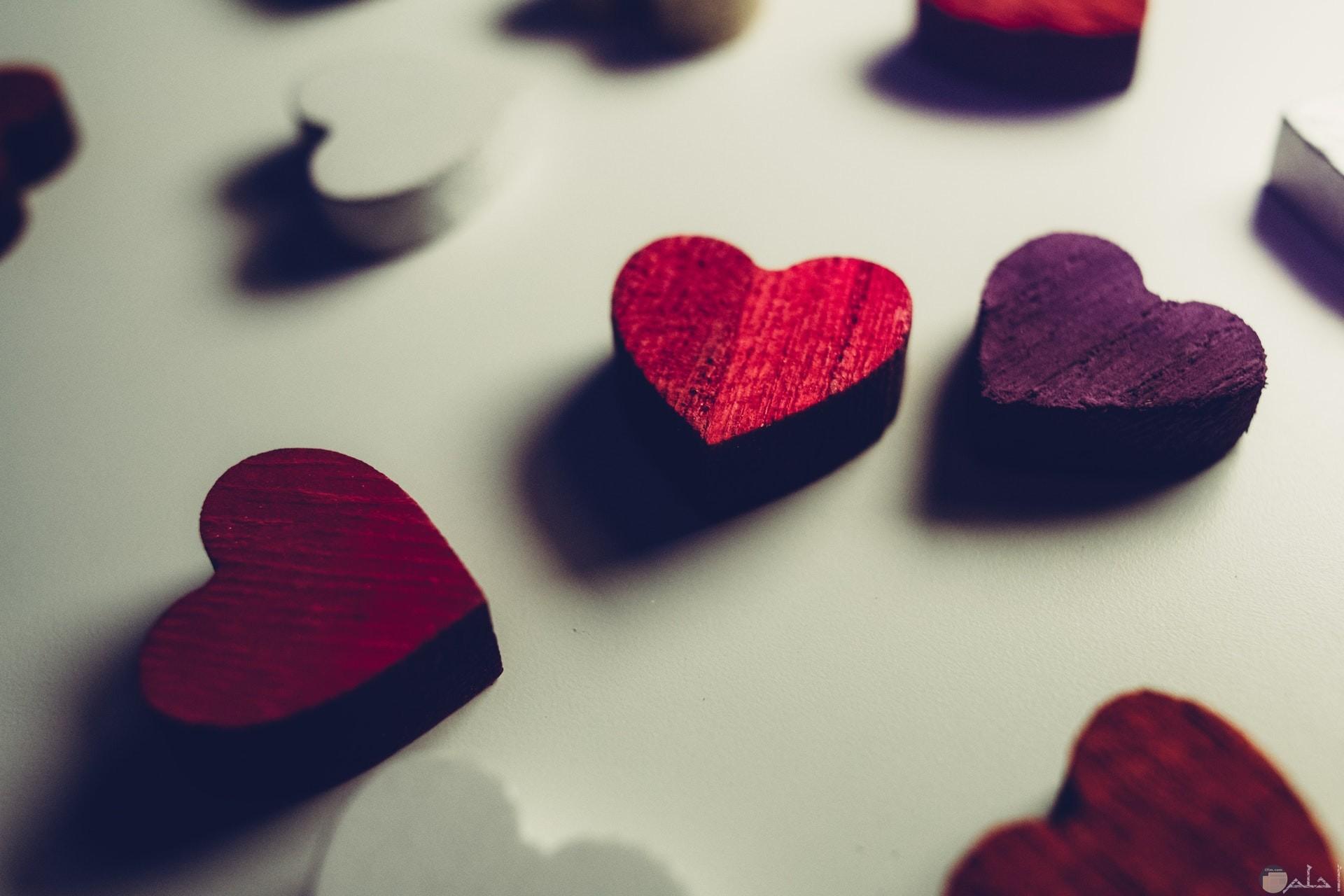 صورة جميلة جدا لقلوب حمراء وبنفسجي وبيضاء حلوة