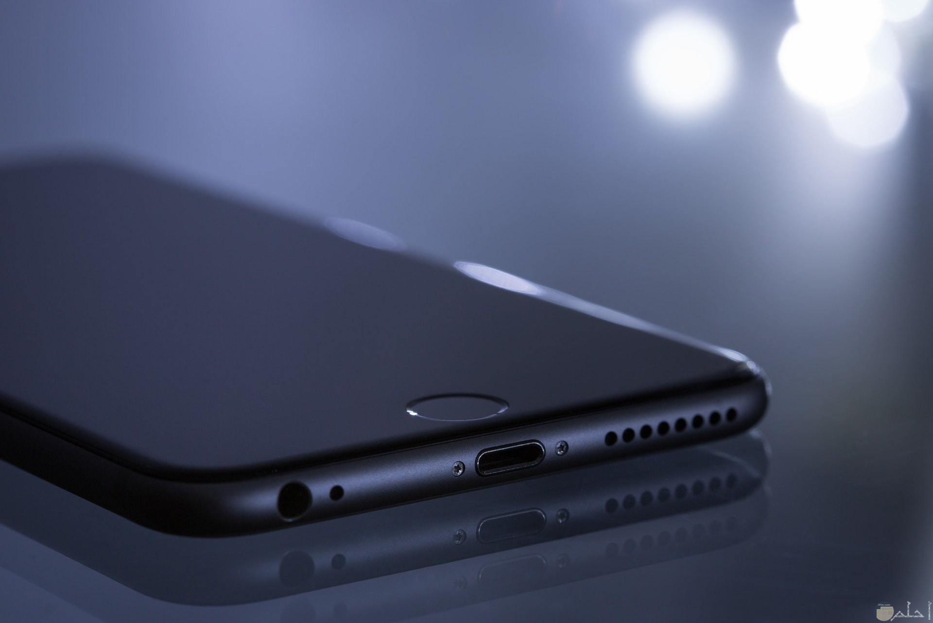 صورة جميلة جدا لهاتف آيفون 6 باللون الرمادي