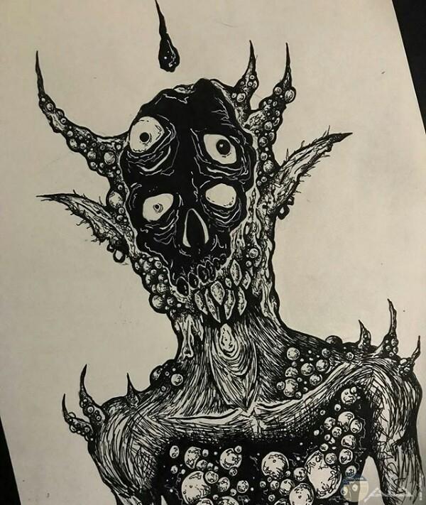 صورة رسمة مخيفة لأحد الرسامين عبارة عن كائن غريب بأربع أعين مرعبة وجسم غريب جدا