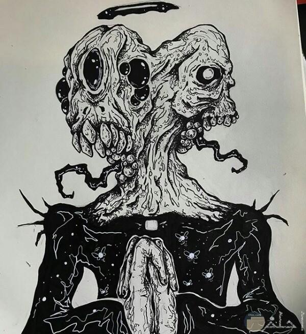 صورة رسمة مخيفة لأحد الرسامين عبارة عن كائن غريب برأسين مرعبين جدا وجسم غريب