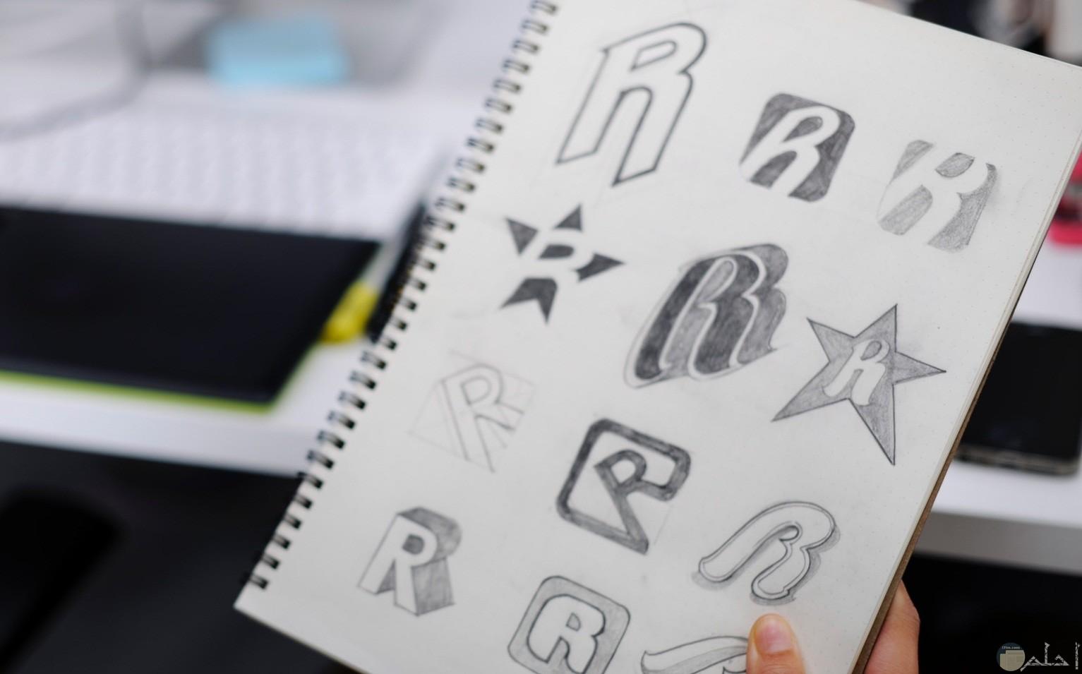 صورة لرسمة جميلة لحرف R بأكثر من شكل