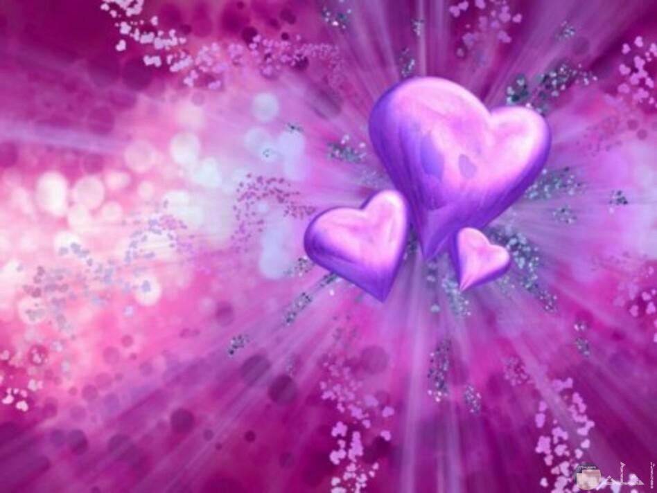 قلوب باللون البنفسجي