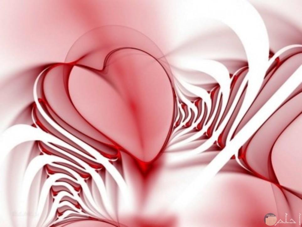 قلب جميل باللون الاحمر