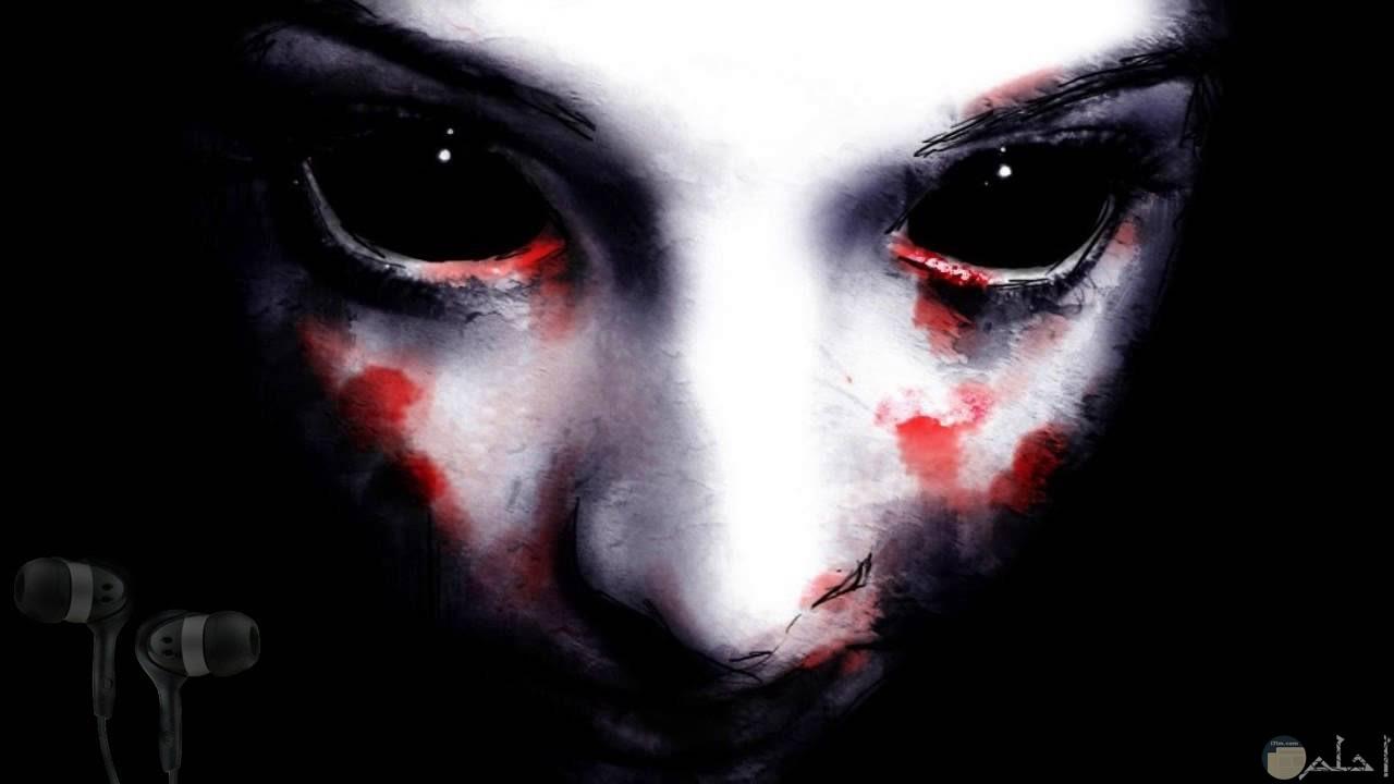 وجه مرعب بدموع دموية