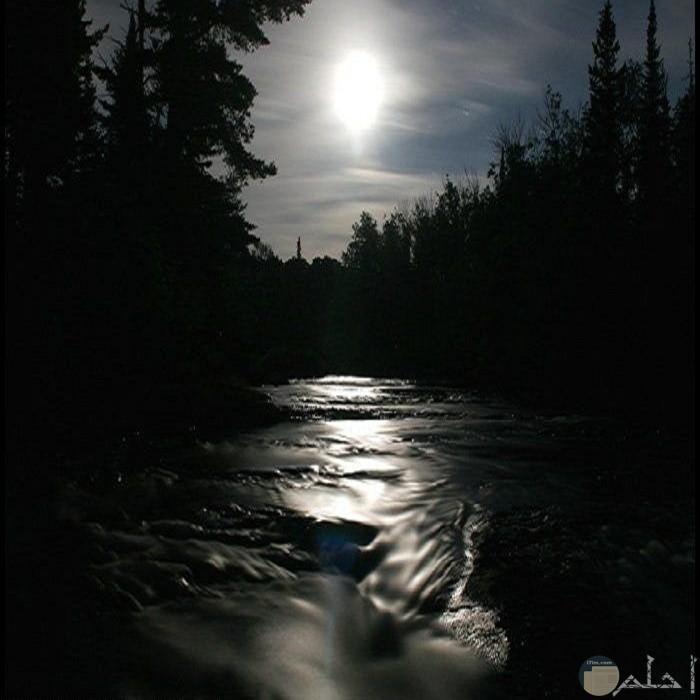 صور لجمال القمر بالليل