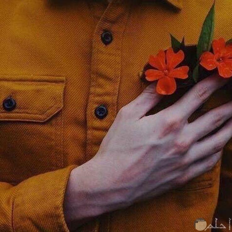 شخص يضع الورود بالجيب القميص صور ذوق