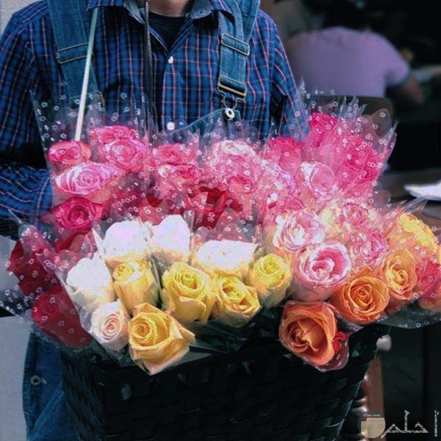 مجموعه من الورود في بوكيه قمه الذوق والجمال