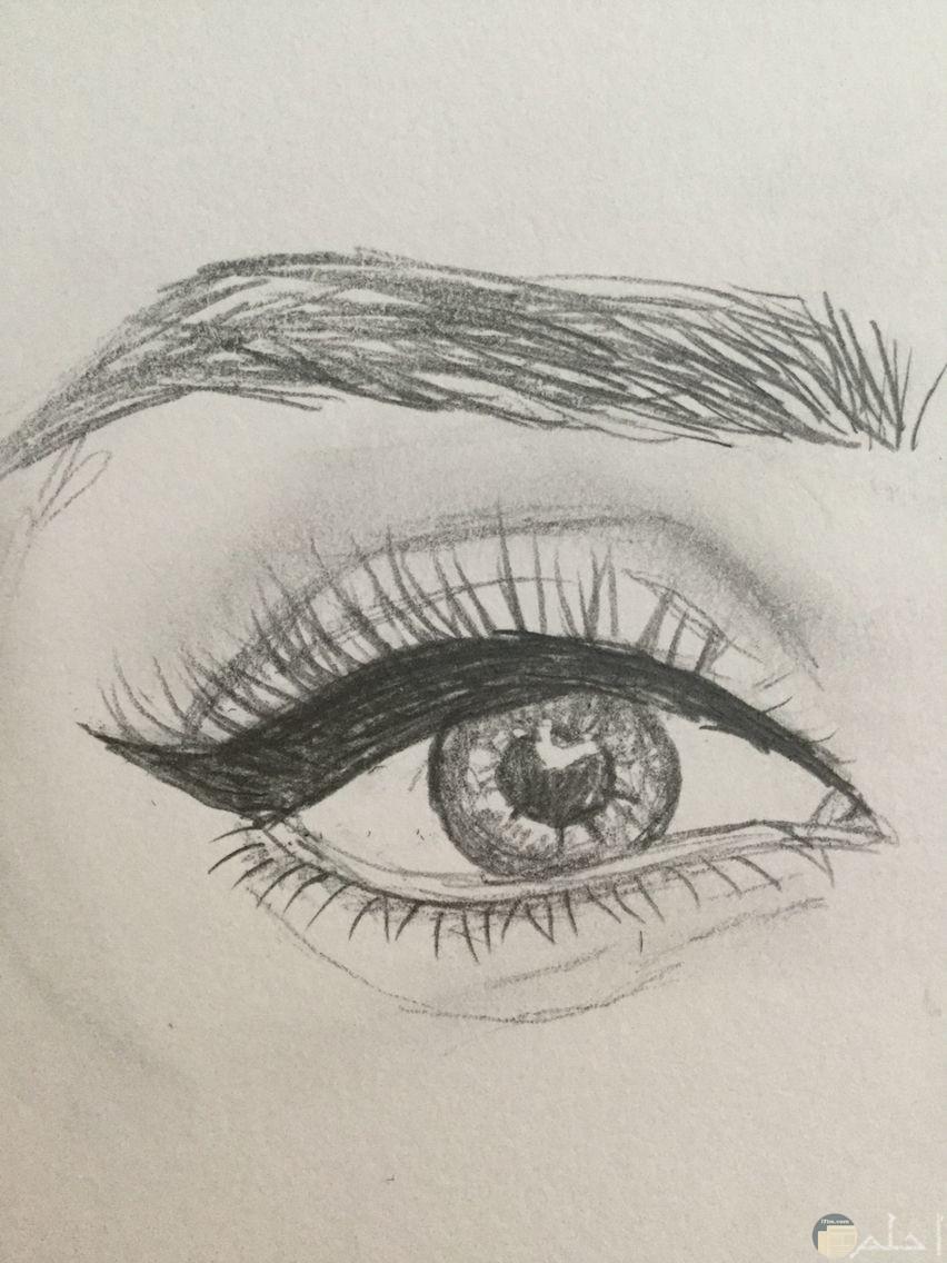 رسمة رصاص لعين مرهقة
