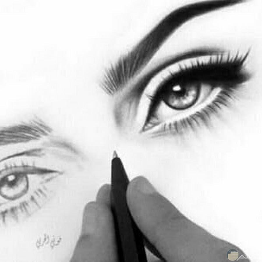 فتان ماهر يرسم عيون رائعة