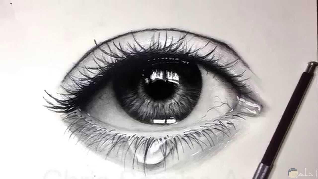 رسم رصاص لعيون دامعة