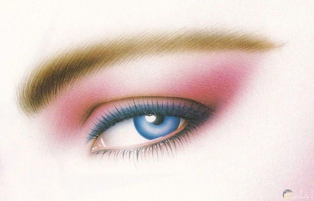 رسمة عيون زرقاء جميلة