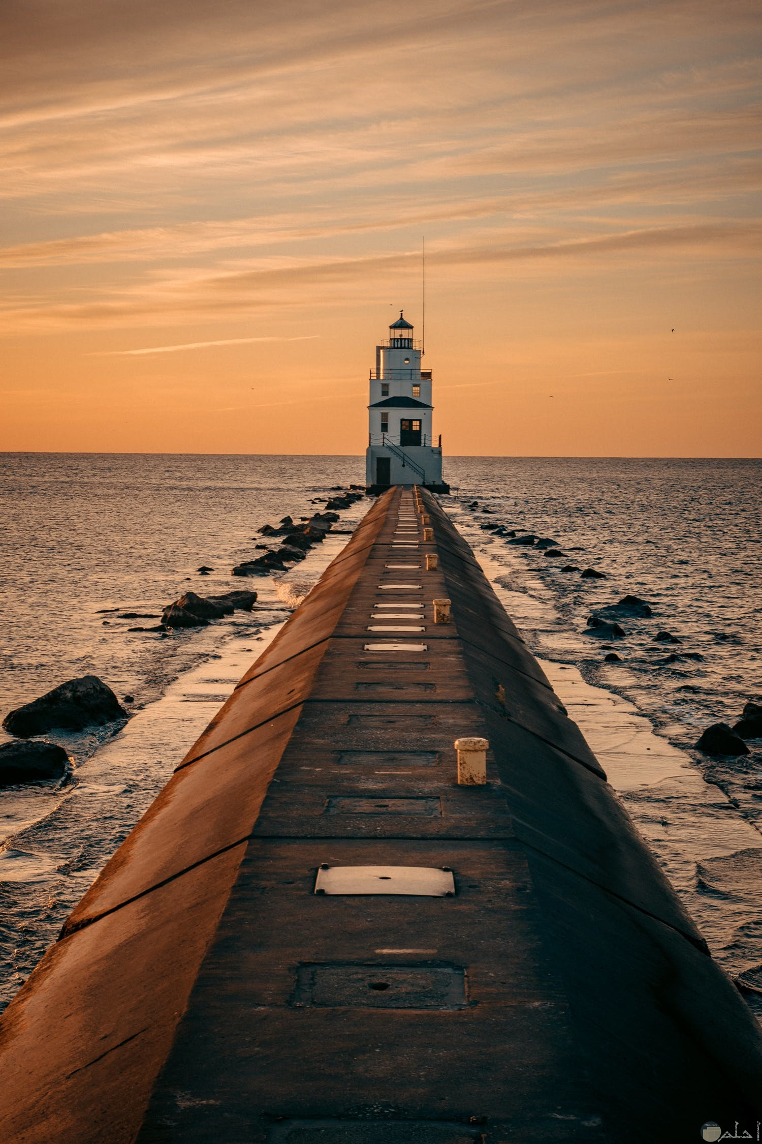 صوره منزل في منتصف البحر