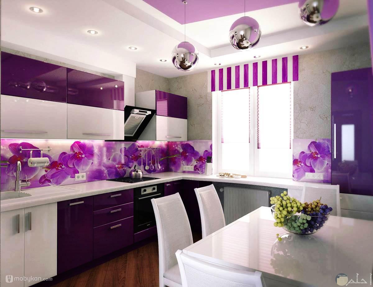 الجمع بين اللون الموف واللون الأبيض في المطبخ
