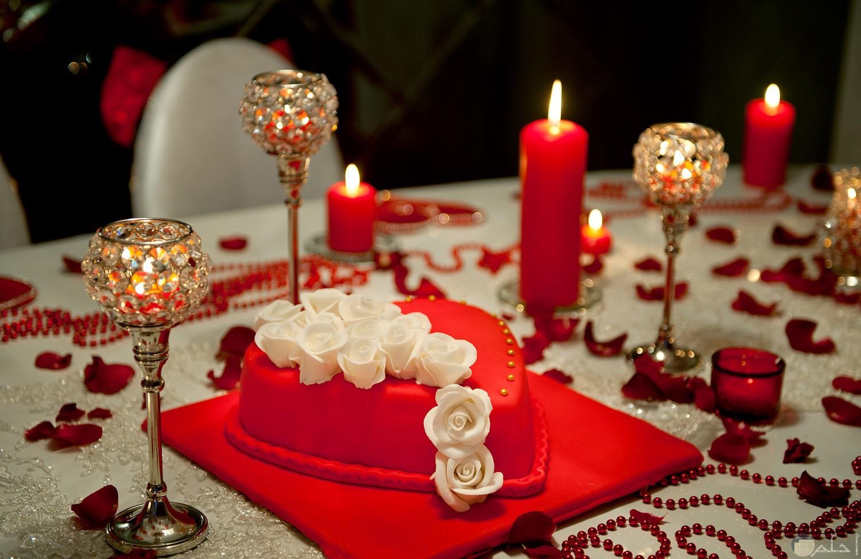 العشاء الرمانسي لعيد الزواج.