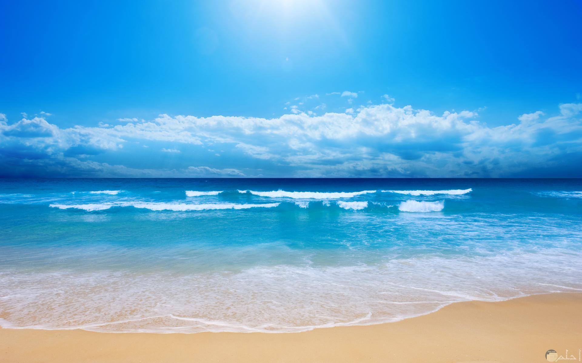 بحر صافٍ وجميل