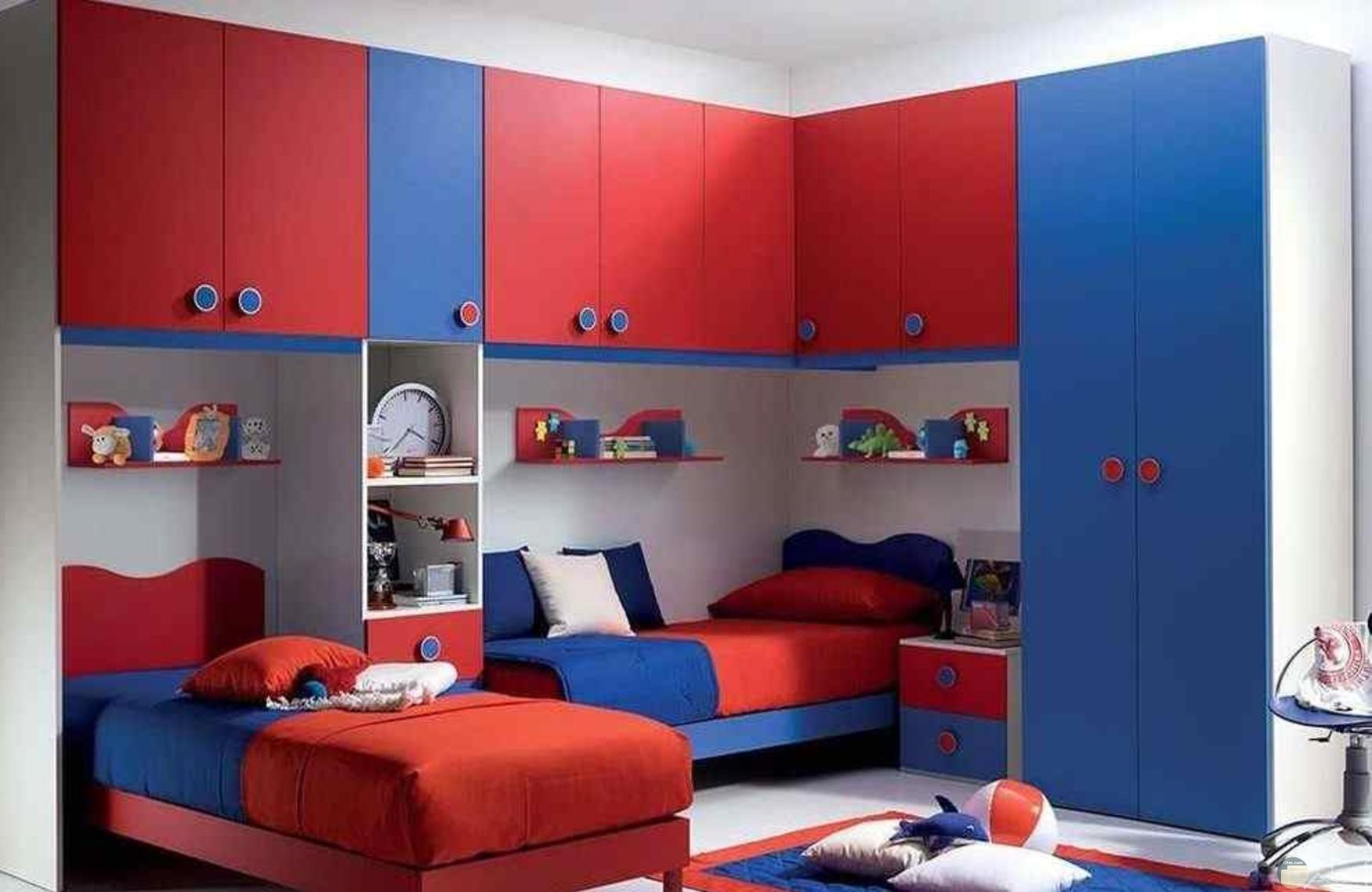 غرفة نوم أولاد ألوان أزرق وأحمر