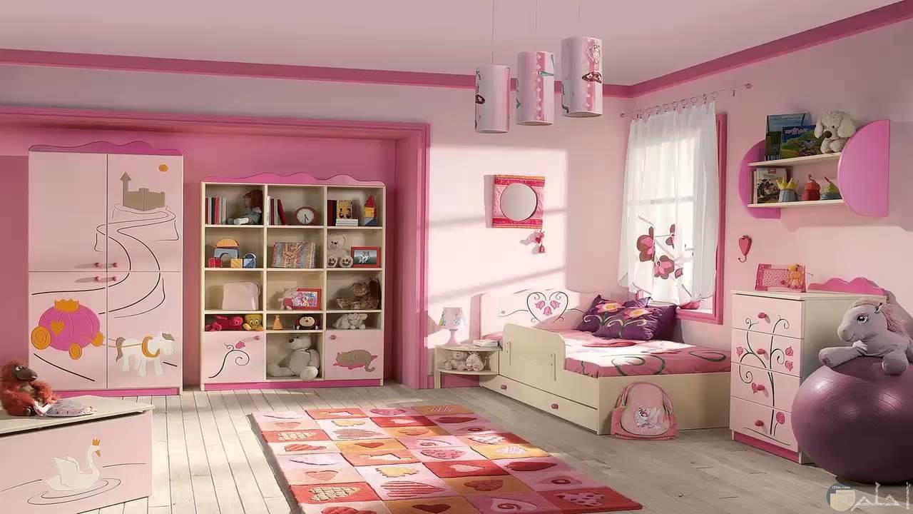 غرفة نوم بنات بمبي وأبيض وفوشيا