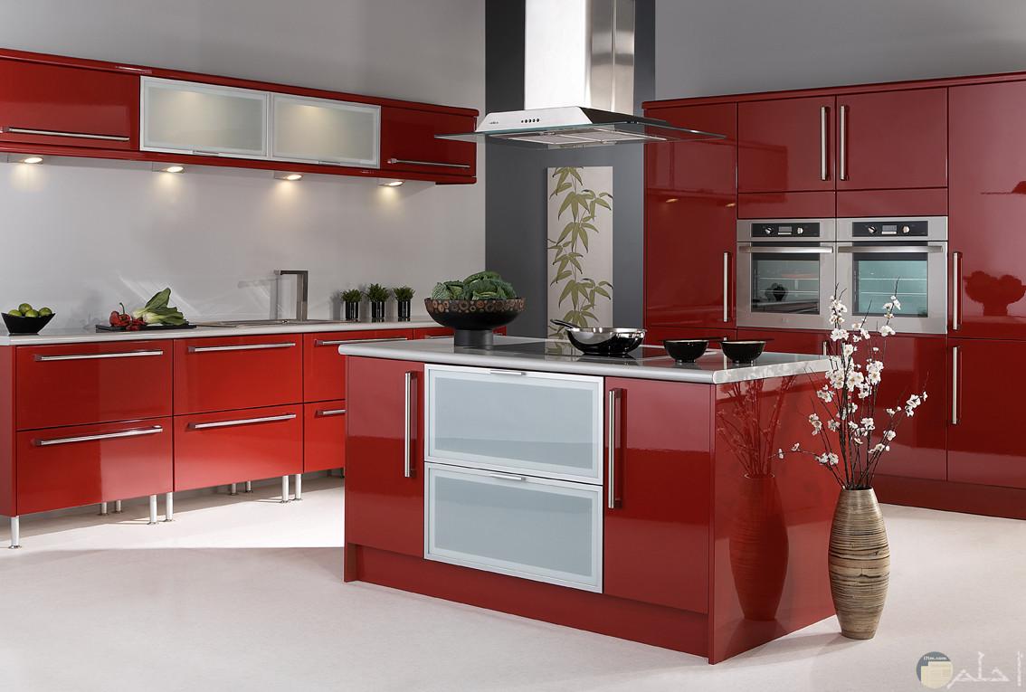 مطبخ أحمر مميز