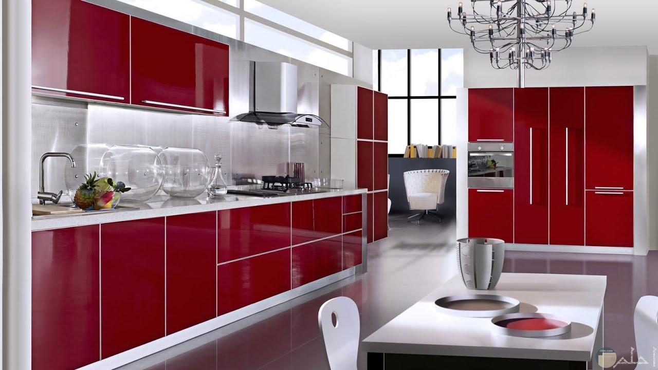 مطبخ أكلريك من اللون الأحمر