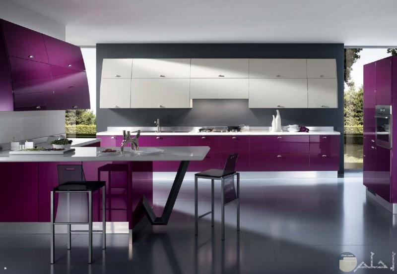 مطبخ من اللون الموف