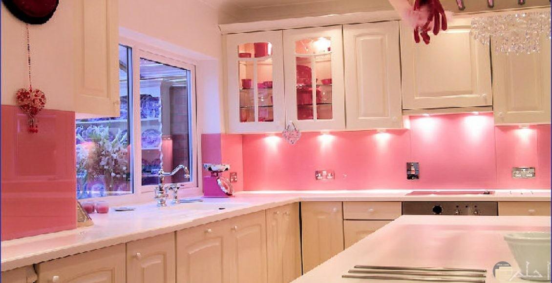 مطبخ من اللون الوردي