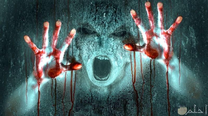 وحش مخيف ملطخ بالدماء