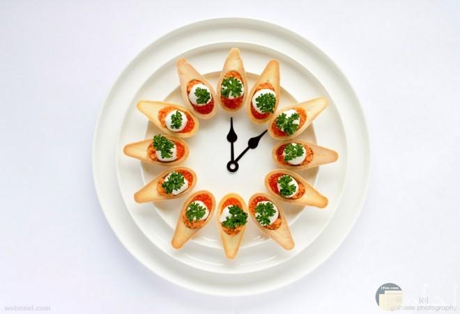 طبق طعام مصمم على شكل ساعة