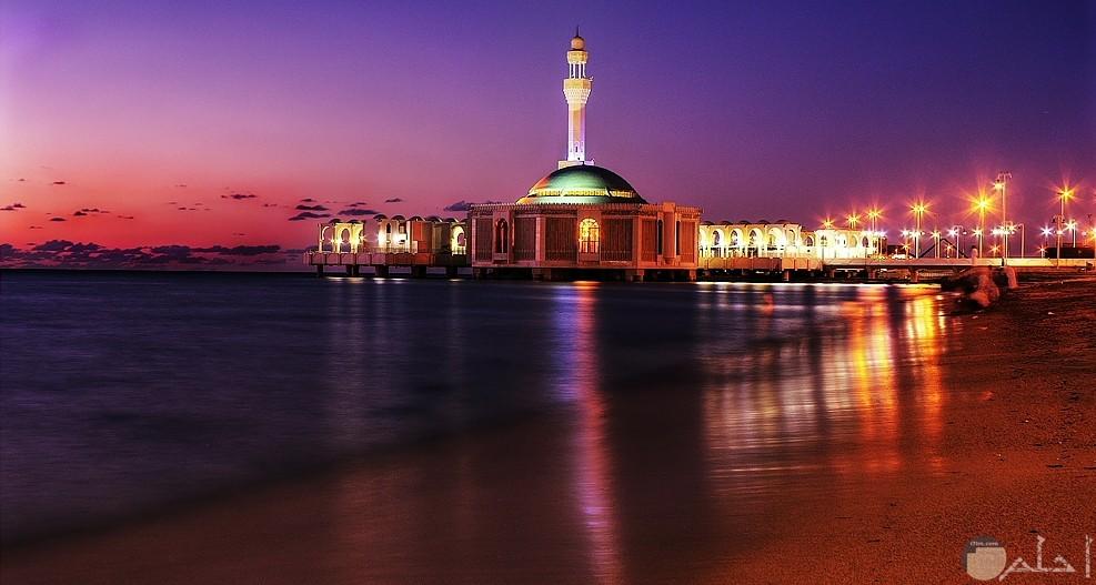 المسجد العائم في جدة ليلا