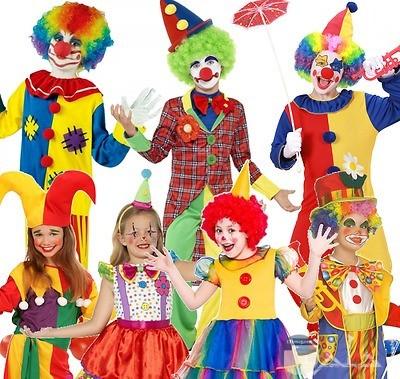 صورة مضحكة لمجموعه من الاطفال يرتدون ملابس بليتشو