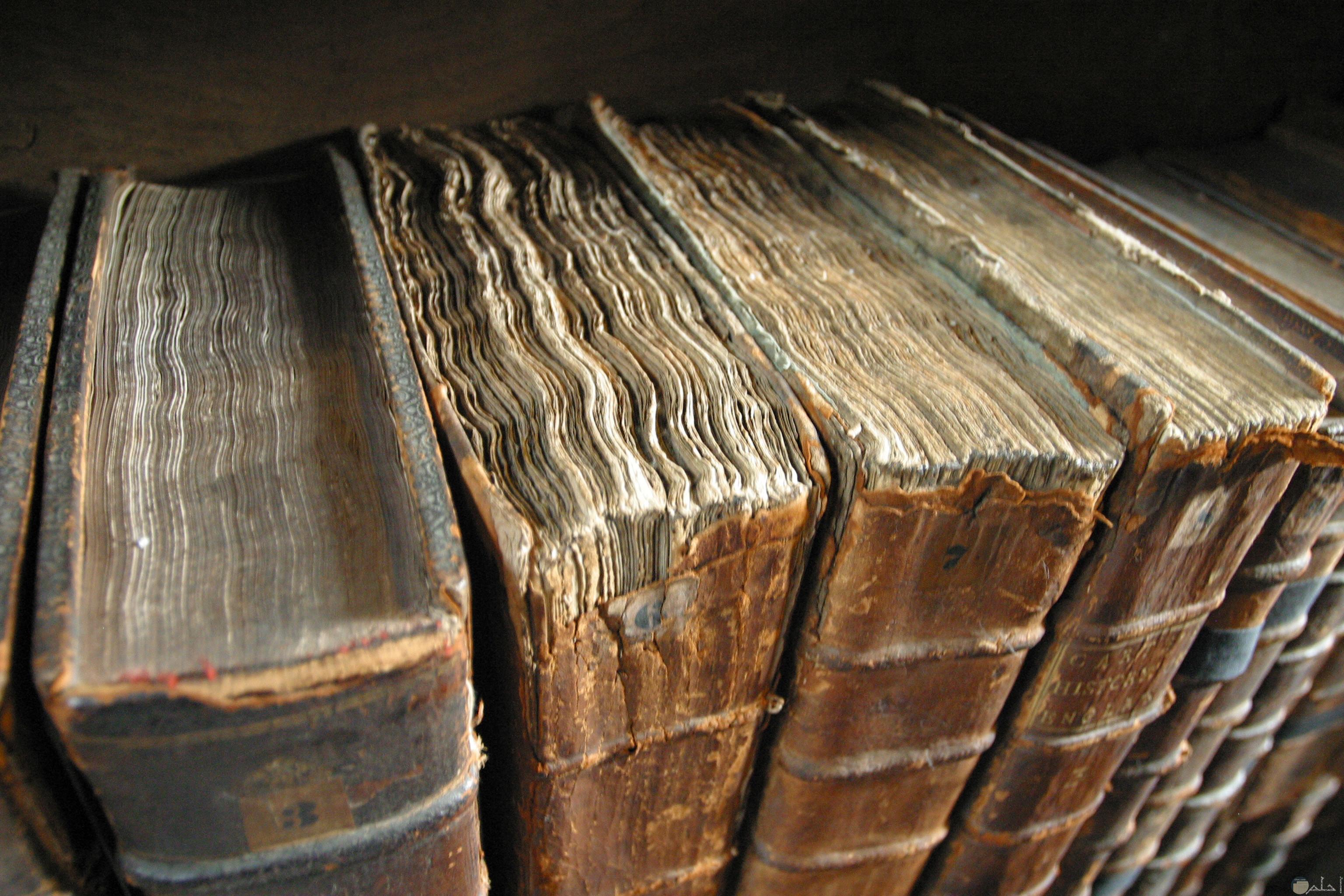 كتب قديمة عريقة