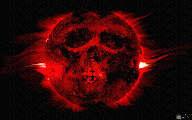 جمجمة مشعة بالاحمر