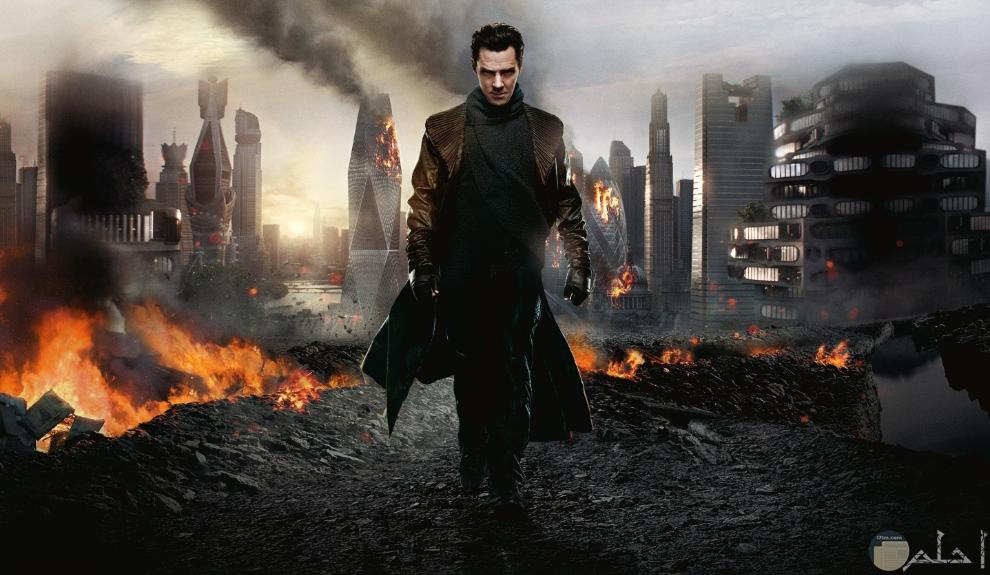 خلفية أكشن لمقاتل في مدينة مدمرة.