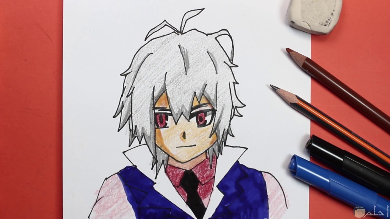 رسم باليد لكرتون انمي ولد ملونة بأقلام ألوان خشبية.