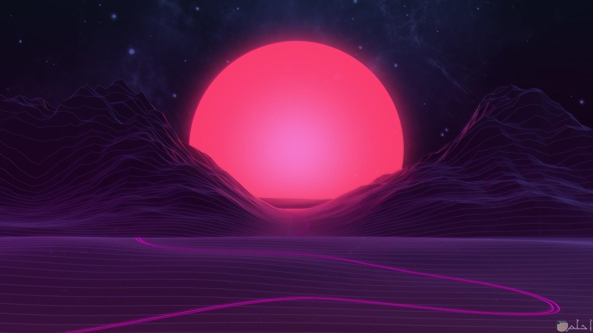 شروق الشمس باللون البنفسجي.