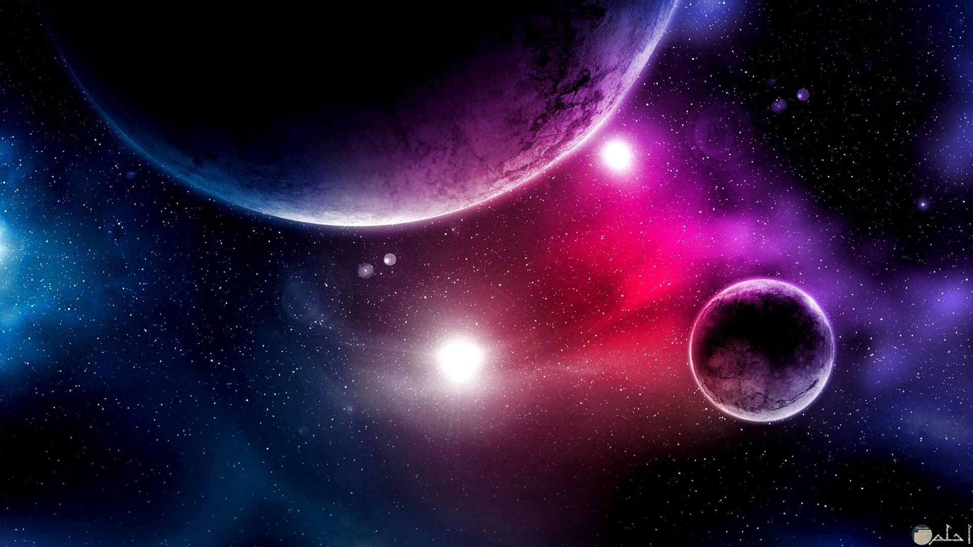 الكواكب و الفضاء باللون البنفسجي.