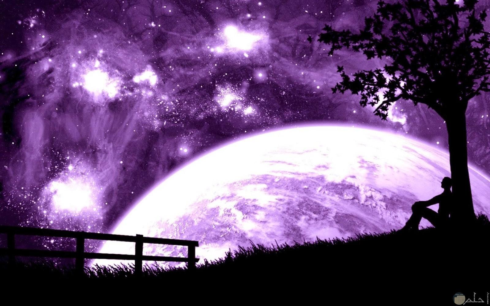 قمر العشاق الكبير باللون البنفسجي.