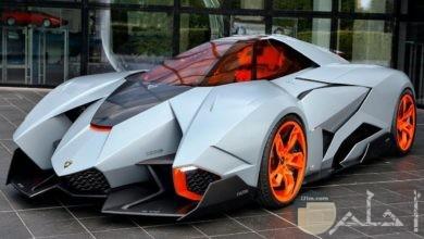 سيارة غريبة الشكل و لكن ساحرة الجمال.