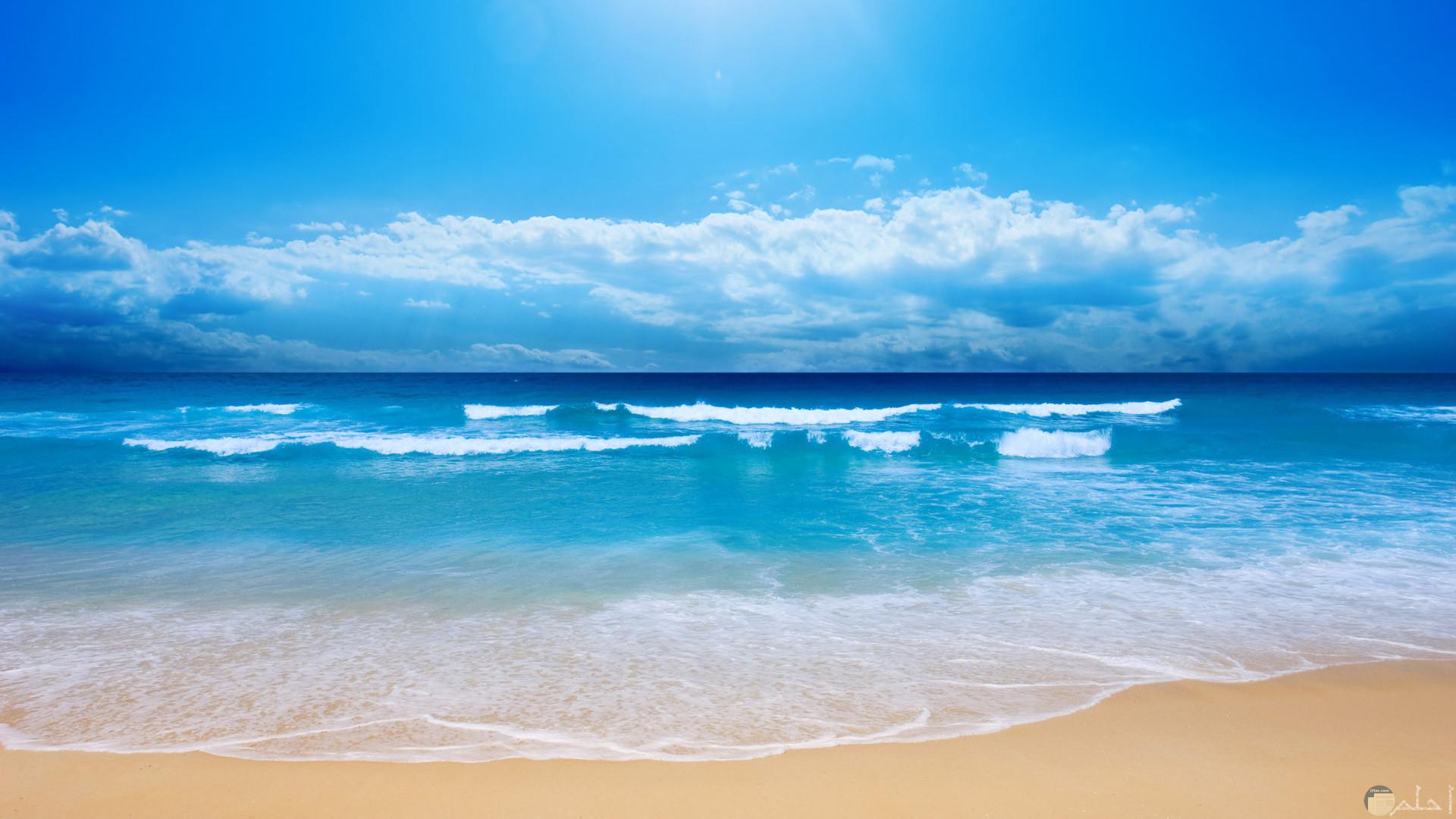 جمال البحر و الشاطئ و الأمواج.