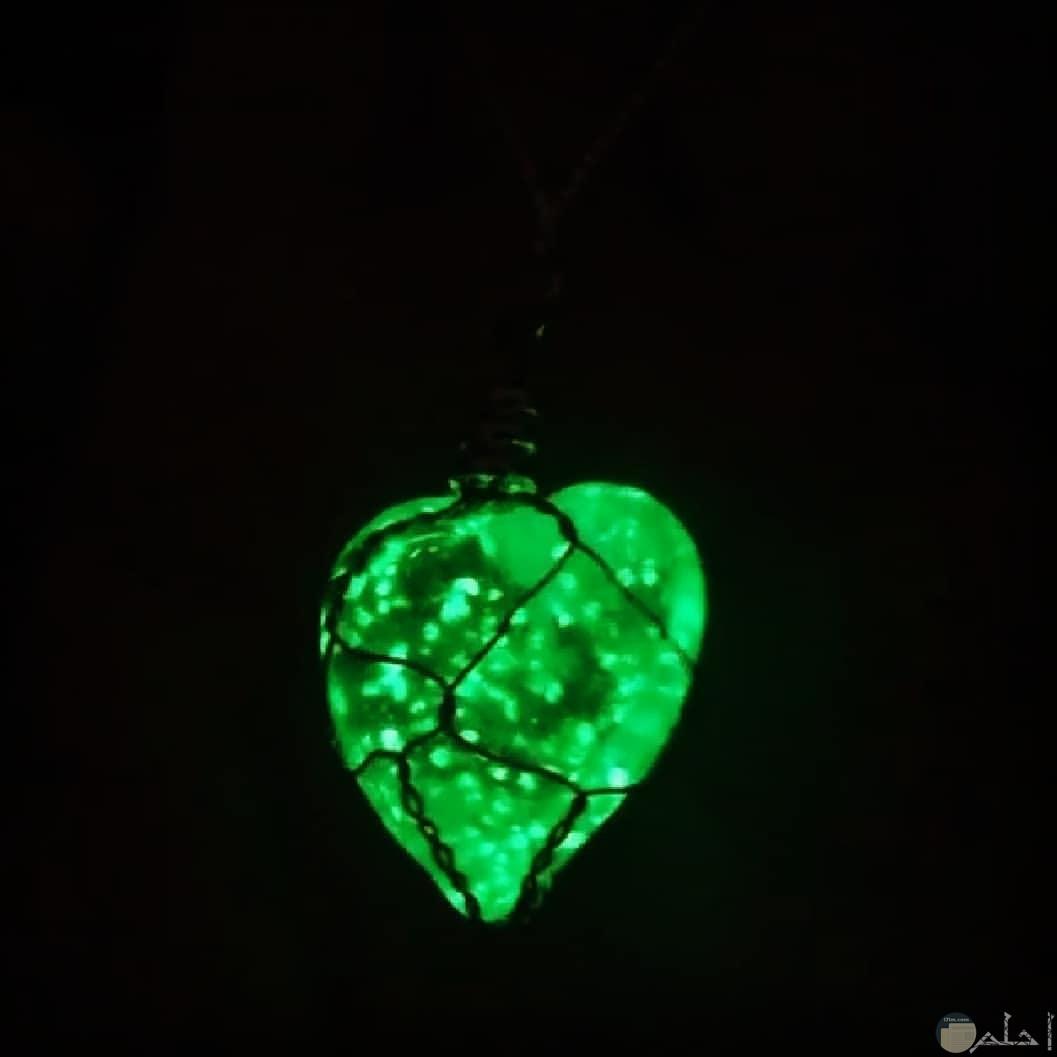 الماسة علي شكل قلب اخضر