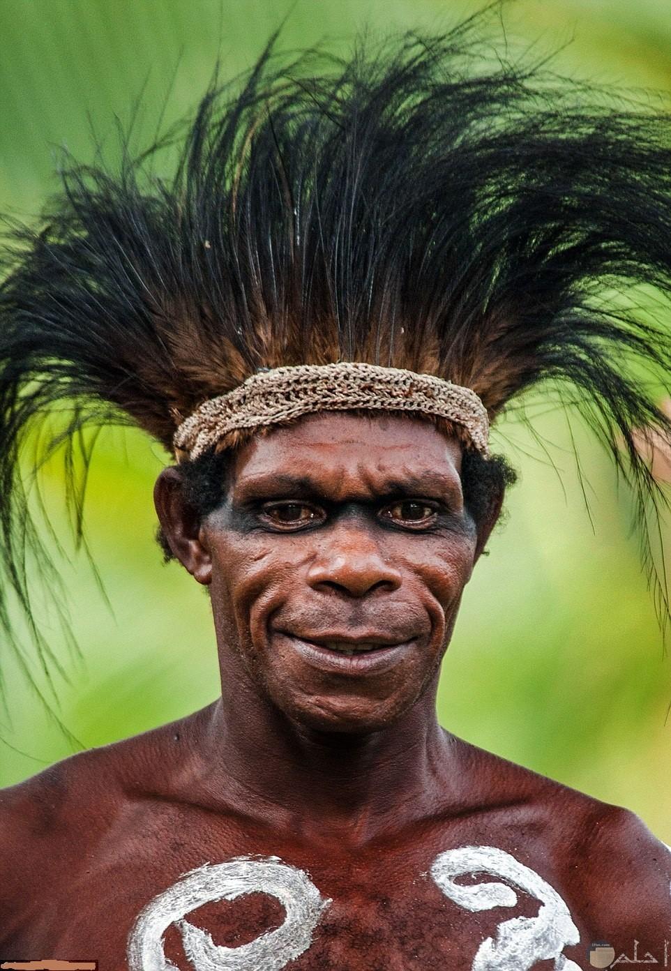 وجوه افريقية مخيفة لإحدى القبائل بالغابات الاستوائية.