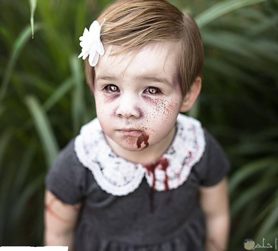 تحويل فتاة جميلة و كيوت إلى وجه مرعب و مخيف في جلسة تصوير في أحتفال الهالوين.