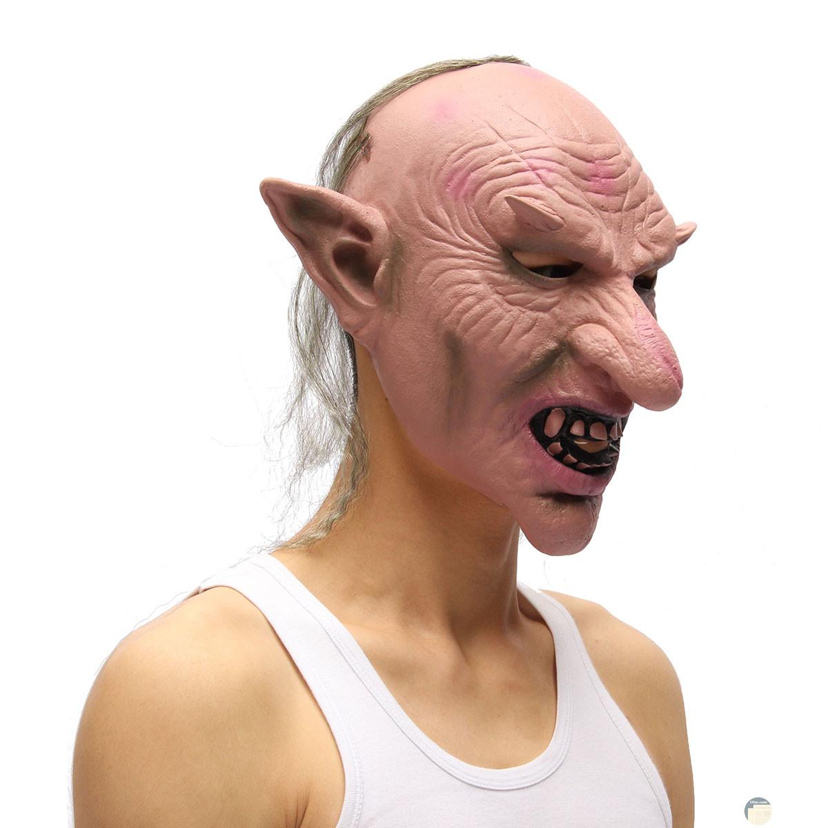 وجه مخيف و مرعب لكائن خرافي بأنف طويلة و أذن طويلة و أسنان طويلة بارزة و كأنه الشيطان أو الجن.