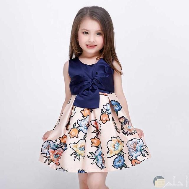 طفلة رقيقة وفستان مميز جدا