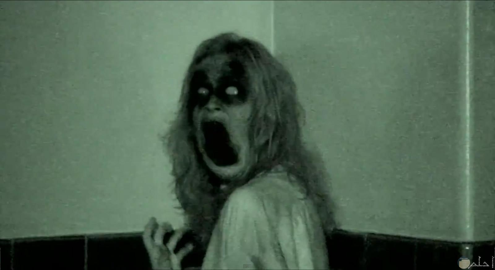 العفريت horror المخيف.