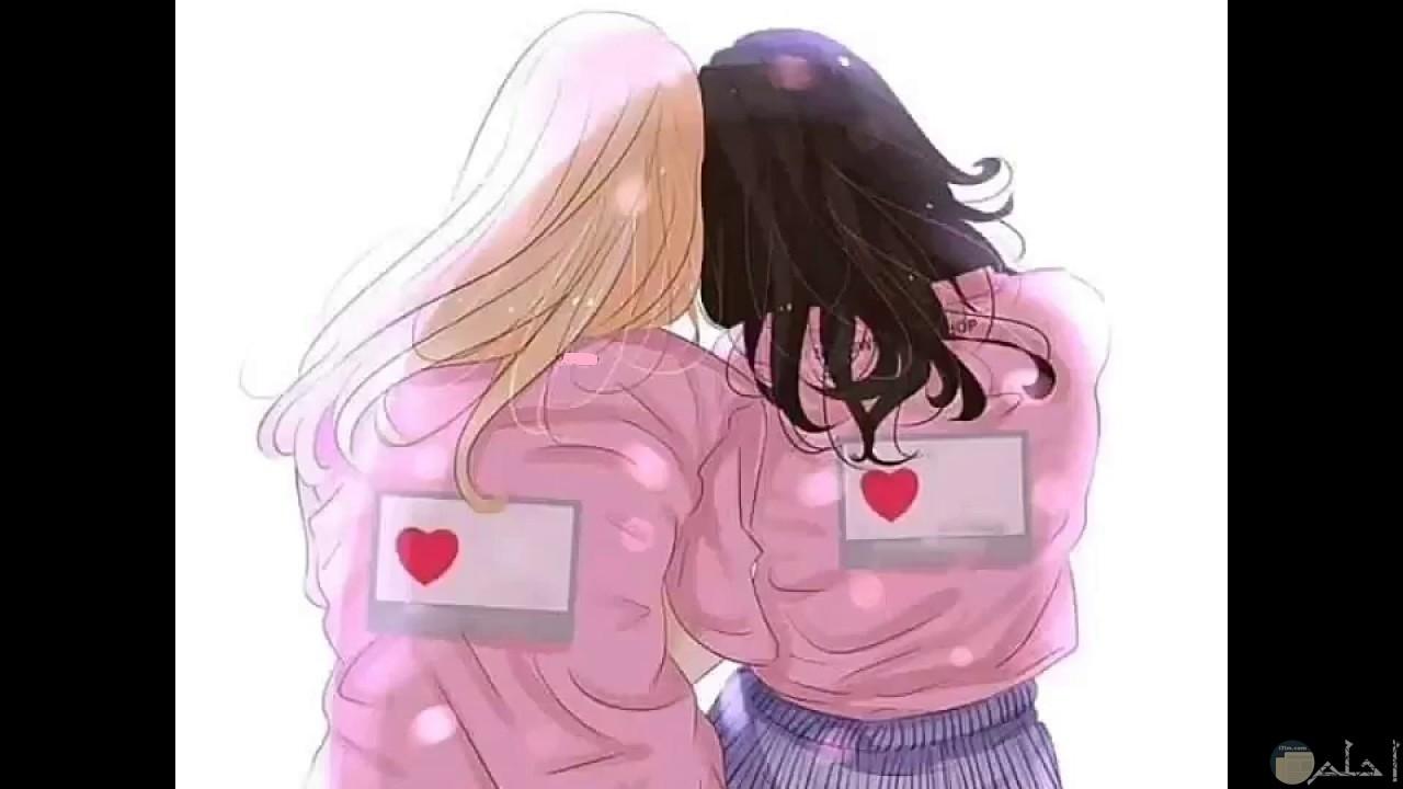 بنتان صديقتان، رمزية رائعة عن الصداقة.